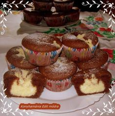 Hozzávalók 12 darabhoz: 9 dkg liszt 7,5 dkg kristálycukor 2 db tojás 0,5 dl tej 0,5 dl étolaj 1,5 ek. kakaópor 1/2 sütőpor A töltelékhez:… Donut Muffins, My Recipes, Cake Recipes, Cake Cookies, Cupcakes, Berry, Hungarian Recipes, Sweet Cakes, Winter Food