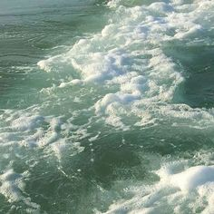 I'm terrified of the ocean but this is beautiful Water Aesthetic, Aesthetic Photo, Aesthetic Pictures, Aesthetic Fashion, Mint Green Aesthetic, Aesthetic Drawings, Flower Aesthetic, Aesthetic Collage, Summer Aesthetic