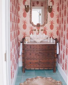 Pineapple wallpaper dreams  I could cover a whole room in this! #bahamahouseinn #bahamas #harbourisland #gmgtravels #elevenexperience #pineapplewallpaper #decorinspo