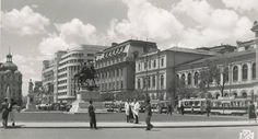 București 1940. Piața Academiei (Universității), așa cum nu o vom mai vedea niciodată Bucharest Romania, Old City, Alter, Old Photos, Louvre, Street View, Urban, Memories, Travel