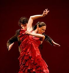 The beautiful and sensual flamenco dance is the trademark of Spanish culture, and Corral de la Moriera is Madrid's epicenter of the art. The show has seen the greatest flamenco dancers in history perform on the stage. Shall We Dance, Lets Dance, Dance Fashion, Fashion Art, Dance Art, Ballet Dance, Spain Culture, Cuban Culture, Belly Dancing Classes