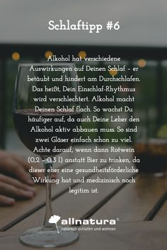 Alkohol hat verschiedene Auswirkungen auf Deinen Schlaf – er betäubt und hindert am Durchschlafen. Das heißt, Dein Einschlaf-Rhythmus wird verschlechtert. Alkohol macht Deinen Schlaf flach. So wachst Du häufiger auf, da auch Deine Leber den Alkohol aktiv abbauen muss. So sind zwei Gläser einfach schon zu viel. Achte darauf, wenn dann Rotwein (0,2 – 0,3 l) anstatt Bier zu trinken, da dieser eher eine gesundheitsförderliche Wirkung hat und medizinisch noch legitim ist.