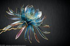 ここ数年ブルーグレイの物にばかり惹かれていて、この色の花を作りたいと思いながらいやでも暗い色味だし需要少ないかも欲しいのわたしだけかも…そう躊躇っておりま...