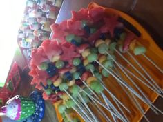 tinkerbelle party food - just watermelon stars and green grapes Tinkerbell Party, Fairy Birthday Party, Birthday Ideas, 3rd Birthday, Peter Pan Party, Fruit Kabobs, Bbq Party, Summer Bbq, Sweets