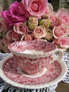 dreamsmaylinger:  Mason's Vista England teacup and birthday roses (by Meg Cards)