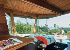 A look inside Jeremy Scott's playful, cartoonlike home in the Hollywood Hills. Hollywood Hills, Los Angeles Hollywood, Jeremy Scott, Bordon, Modern Bedroom Decor, Mid Century Style, House Goals, Living Spaces, Beautiful Places