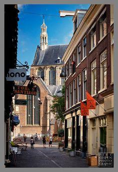 Uit de serie 'Den Haag': de Schoolstraat. www.pietgispen.com. © Piet Gispen, 2014.