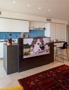 Living Room Tv, Living Room Kitchen, Home Decor Kitchen, Tv Wall Design, House Design, Tv In Kitchen, Room Divider Walls, Tv Furniture, Living Room Designs