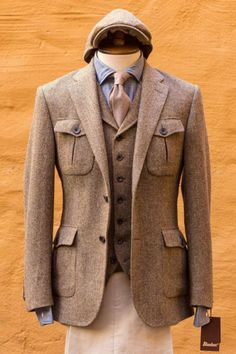 Gentleman Style 493425702922587723 - Classic style, Classic life, Classic mind Source by RobertoFabrisdiChioggia Sharp Dressed Man, Well Dressed, Mens Fashion Suits, Mens Suits, Tweed Suits, Ralph Lauren Hombre, Norfolk Jacket, Tweed Run, Safari Jacket