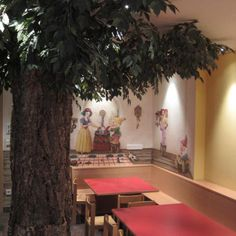 There is a tree in our restaurant! #biancaneve #dwarfs
