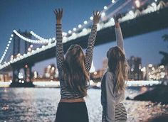 nyc new york brooklin bridge manhattan bff travel night Best Friend Pictures, Bff Pictures, Friend Photos, Cute Photos, Travel Pictures, Best Friend Goals, My Best Friend, Tmblr Girl, Good Vibe
