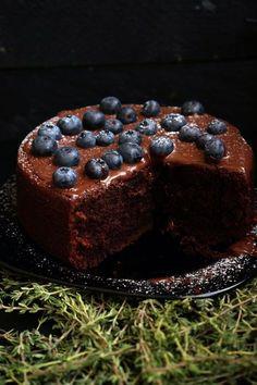 Если сейчас читаете этот рецепт, считайте вам очень крупно повезло. Такого простого рецепта вы, наверное, ещё не встречали. Это при том, что все, кто пробовали этот мой торт, закатывали глаза и говорили — «Боже, как вкусно, но я никогда такой не сделаю самостоятельно». Это один из моих любимых моментов, когда сделал блюдо из простейших ингредиентов...