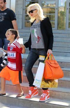 Gwen Stefani style - Gwen Stefani Hangs Out with Her Kids