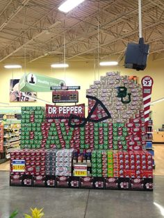Three things that go together well: #Baylor football, #DrPepper, and HEB! // Impressive display at a Waco-area grocery store (via quincy95 on Twitter) #SicEm