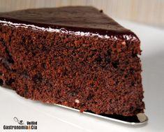 Bizcocho de chocolate con arándanos rojos