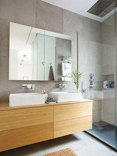 Piso en Madrid: baño con ducha y espejo #cuadroTRES #lavabo #TRESGriferia #spain
