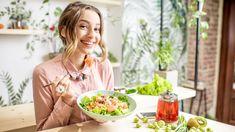 Odborníci na výživu ji považují za nejlepší dietu současnosti. Nejenže pomáhá shodit nadbytečné kilogramy, ale jejím hlavním přínosem je pozitivní vliv na zdraví. Co se skrývá pod zkratkou DASH?