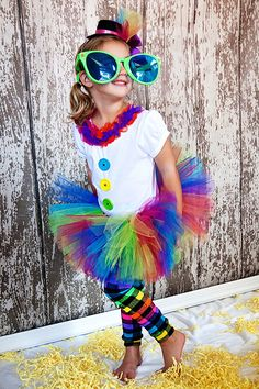 That would be really fun to try! Clown Costumes, Party Costumes, Cute Costumes, Costume Ideas, Halloween Costumes, Cute Clown, Halloween Clown, Classroom Treats, Children Costumes