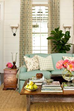 House of Turquoise: 2013 Southern Living Idea House.plump sofa, bright pops of colour and that fiddle leaf fig! My Living Room, Home And Living, Living Room Decor, Living Spaces, Cottage Living, Shabby Cottage, Cozy Living, Cottage Chic, Modern Living
