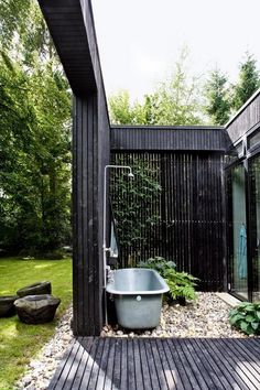 Find 28 outdoor bathtub ideas to inspire the outdoor space around your home. The editors at domino share outdoor bathtub ideas to inspire you. The post 28 Stunning Outdoor Bathtub Ideas Outdoor Bathtub, Outdoor Bathrooms, Outdoor Rooms, Outdoor Gardens, Outdoor Living, Outdoor Decor, Outdoor Showers, Luxury Bathrooms, Modern Gardens