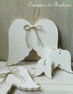 Angel wings - like this shape Christmas Makes, Christmas Angels, Christmas Art, White Christmas, Christmas Holidays, Christmas Ornaments, Christmas Projects, Holiday Crafts, Clay Crafts
