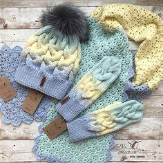 1,519 вподобань, 17 коментарів – Вязаные Вещи Ручной Работы (@sava_handmade) в Instagram: «Зимний тёплый и очень нежный комплект с градиентом шапочка, шарф и варежки!!! Заказать ➡️в what's…»