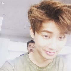 Park Seo Joon - He takes stunning selcas.. I like the cutely evil tone to this one..