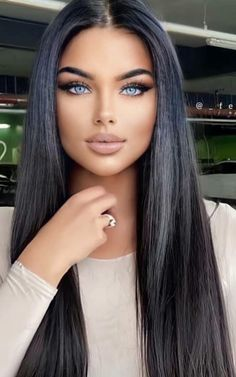 Most Beautiful Eyes, Stunning Eyes, Gorgeous Eyes, Stunning Women, Pretty Eyes, Brunette Beauty, Brunette Hair, Hair Beauty, Belle Silhouette