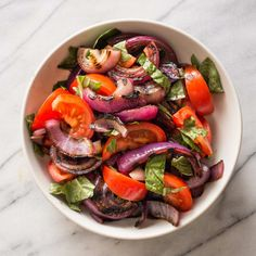 Grilled Tomato and Onion Salad: We found that timing was everything when grilling flavorful vegetables. Once the vegetables are tossed with olive oil and balsamic vinegar, they can sit for an hour while the main course is prepared. Grilled Peppers, Grilled Meat, Grilling Recipes, Veggie Recipes, Salad Recipes, Healthy Recipes, Tomato And Onion Salad, Bread Salad, Grilled Eggplant