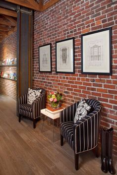Exposed brick walls room that inѕріrе for your home design 35 Related Fake Brick Wall, Brick Wall Decor, Black Brick Wall, White Brick Walls, Exposed Brick Walls, Faux Brick, Modern Brick House, Brick House Designs, Brick Design