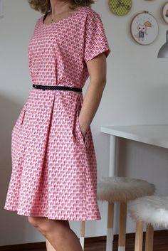 Zeena Dress pattern featuring Andrea Muller's Vintage Kitchen fabric - lovely! #iloverileyblake