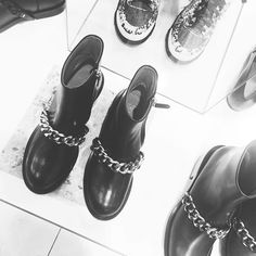 Givenchy Boots, Ios App, Uggs, Fashion Shoes, Instagram Posts, Shopping, Ugg Boots