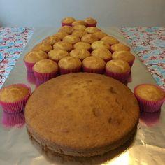 Pull Apart Cupcake Cake, Pull Apart Cake, Cupcake Cakes, Donut Cakes, Food Cakes, Princess Poppy Birthday Cake, Princess Cakes, Creative Cakes, Creative Food