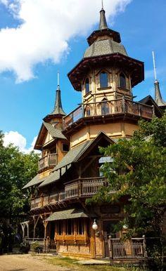 Castle Rogues Manor near Eureka Springs, AR