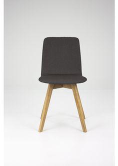 Mia tuoli tumman harmaa. Jalat tammea.
