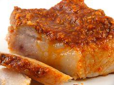 Slaninuta fiarta cu usturoi si boia (my dads fave! Charcuterie, Romania Food, Hungarian Recipes, Smoked Bacon, 30 Minute Meals, Home Food, Smoking Meat, Pork Recipes, Food Hacks