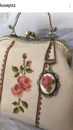 Crochet Purse Frame Diy 46 New Ideas Embroidery Bags, Beaded Embroidery, Cross Stitch Embroidery, Crochet Stitches For Blankets, Crochet Blanket Patterns, Vintage Purses, Vintage Bags, Crochet Ripple Afghan, Crochet Purses