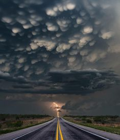 The power of Mammatus clouds just after sunset with an amazing electric storm Nebraska United States. Photo by Nebraska, Mammatus Clouds, Wild Weather, Sky And Clouds, Storm Clouds, Canon Photography, Travel Photography, Photography Photos, Sunsets
