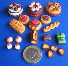 Talleres y trucos para miniaturas: Assortment of cakes made from Fimo - mainly tips rather than how to