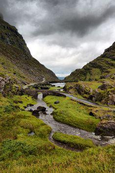 Gap of Dunloe - Ireland Irish Landscape, Ireland Landscape, Ireland Vacation, Ireland Travel, Places To Travel, Places To See, Paris 3, Beautiful Places To Visit, Wanderlust