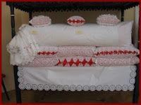 Magyar népművészet: A népi hímzések Paramore, Bassinet, Bed Pillows, Pillow Cases, Furniture, Home Decor, Pillows, Crib, Decoration Home