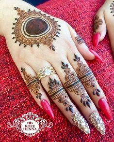 Explore the versatile ideas of mehndi and henna designs for better hands' look in 2019 Mehndi Designs For Fingers, Best Mehndi Designs, Arabic Mehndi Designs, Bridal Mehndi Designs, Mehandi Designs, Heena Design, Mehndi Designs Feet, Legs Mehndi Design, Simple Mehndi Designs