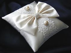 ateliersarah's ring pillow/silk ribbon