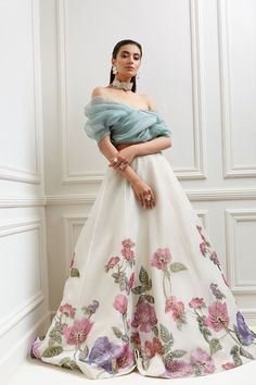 Indian Gowns Dresses, Indian Fashion Dresses, Indian Designer Outfits, Party Wear Indian Dresses, Party Wear Lehenga, Stylish Dress Designs, Stylish Dresses, Colorful Prom Dresses, Formal Dresses