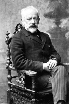 Piotr Ilitch Tchaïkovski est un compositeur russe de l'époque romantique né le 25 avril I840 à Votkinsk et mort le 25 octobre I893 à Saint-Pétersbourg. Compositeur éclectique, il est l'auteur notamment de 11 opéras (tomantic composer musical)