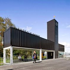 HOUSES CONTAINERS: Bus station made with containers