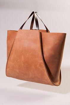 Soms ontstaat een tas omdat aan een bestaande tas me iets opvalt, waar mijn handen van gaan kriebelen. Die ik zo wilt aanpa
