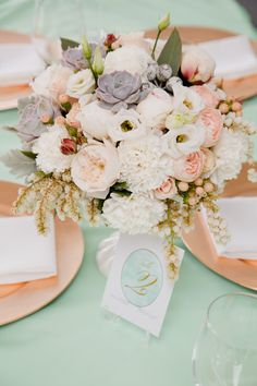 Elegant White + Blush Centerpiece on Mint tablecloth // photo by white spark photography, florals by the bouquets of ascha jolie