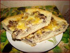 Mushroom pizza pie.