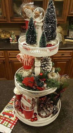 48 Gorgeous Christmas Kitchen Decor Ideas To Have Right Now Rustic Christmas, Christmas Crafts, Diy Christmas Kitchen Decor, Christmas Holidays, Décor Antique, Christmas Table Decorations, Tray Decor, The Best, Decor Ideas